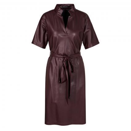 Kleid aus Lederimitat mit Gürtel bordeaux (295 aubergine) | 38